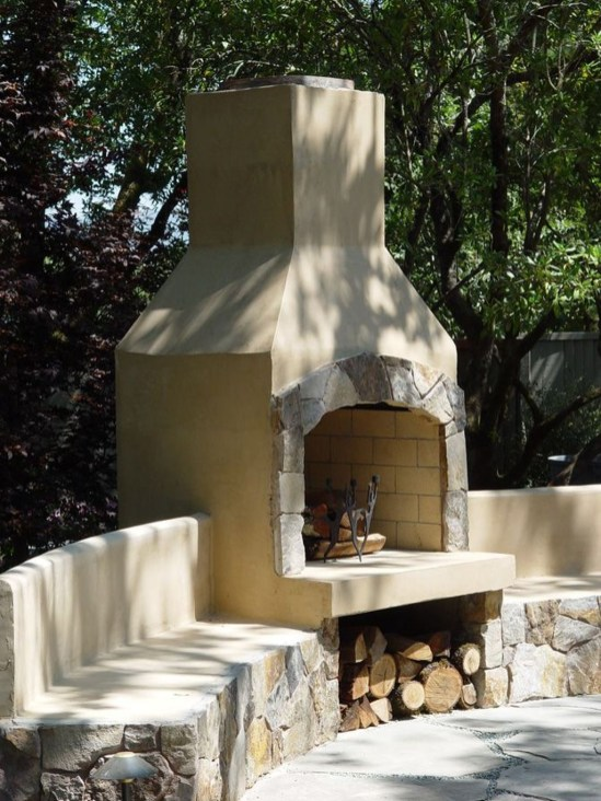 Pretty Seating Area Ideas With Outside Fireplace 44
