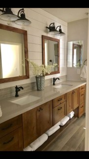Adorable Farmhouse Bathroom Decor Ideas That Looks Cool 27