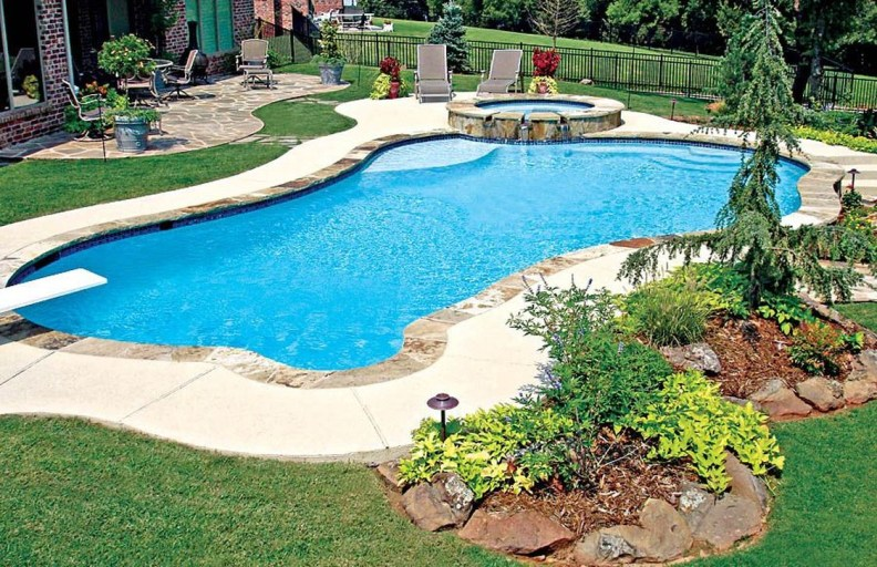 Amazing Swimming Pools Design Ideas For Small Backyards 17