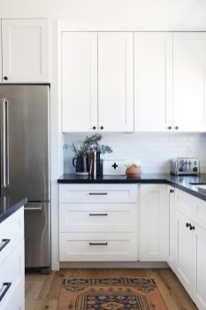 Comfy White Kitchen Cabinets Design Ideas To Try 09