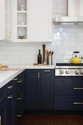Comfy White Kitchen Cabinets Design Ideas To Try 33