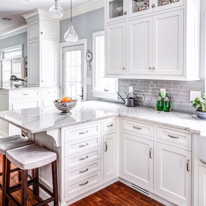 Comfy White Kitchen Cabinets Design Ideas To Try 49