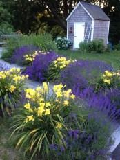 Amazing Design For Tiny Yard Garden 14