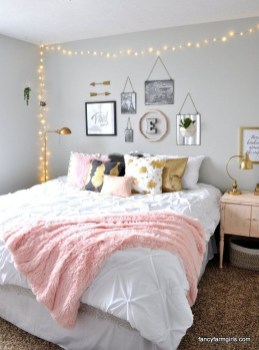 Cute And Girly Pink Bedroom Design For Your Home 07
