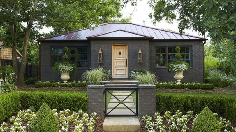 Modern Homes Decorating With Black Exteriors 10