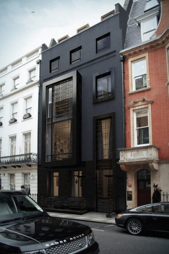 Modern Homes Decorating With Black Exteriors 11