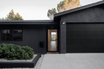 Modern Homes Decorating With Black Exteriors 17