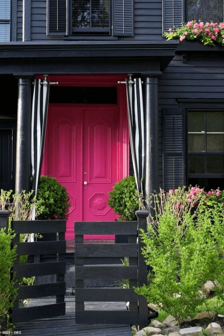 Modern Homes Decorating With Black Exteriors 28