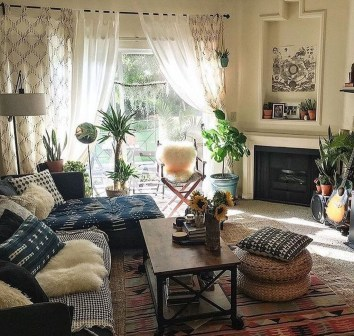 Stunning Bohemian Living Room Design Ideas 17