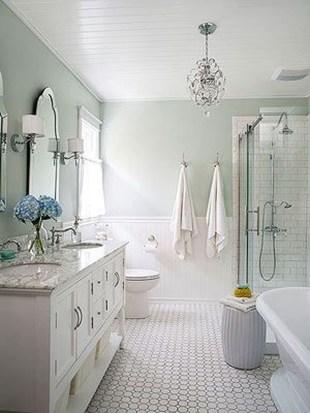 Stylish Small Master Bathroom Remodel Design Ideas 17