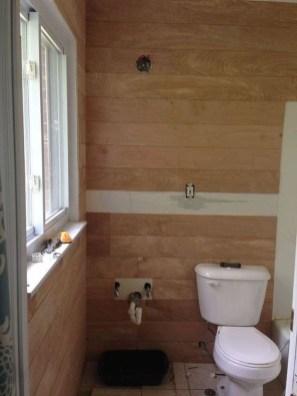 Stylish Small Master Bathroom Remodel Design Ideas 26