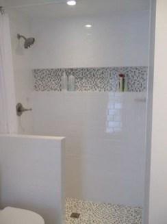 Stylish Small Master Bathroom Remodel Design Ideas 29