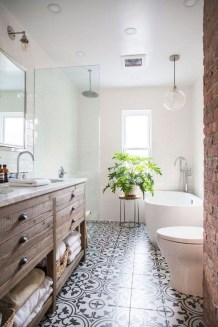 Stylish Small Master Bathroom Remodel Design Ideas 30