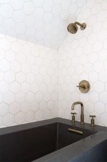 Beautiful Classic Bathroom Design Ideas 12