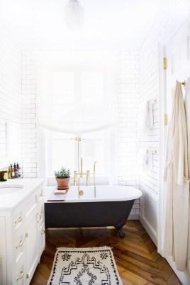 Beautiful Classic Bathroom Design Ideas 14