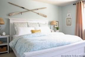 Comfortable Lake Bedroom Design Ideas 07