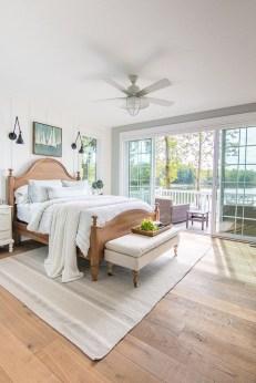 Comfortable Lake Bedroom Design Ideas 18