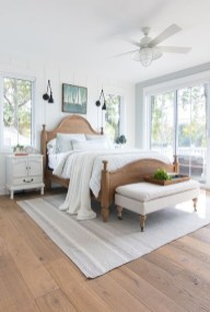 Comfortable Lake Bedroom Design Ideas 20