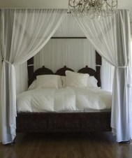 Glamorous Canopy Beds Ideas For Romantic Bedroom 05