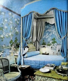 Glamorous Canopy Beds Ideas For Romantic Bedroom 21