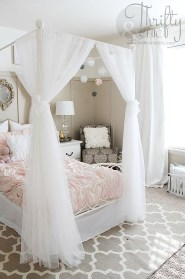 Glamorous Canopy Beds Ideas For Romantic Bedroom 22