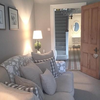 Lovely Shabby Chic Living Room Design Ideas 19