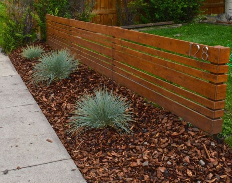 Relaxing Front Yard Fence Remodel Ideas For Your Home 01