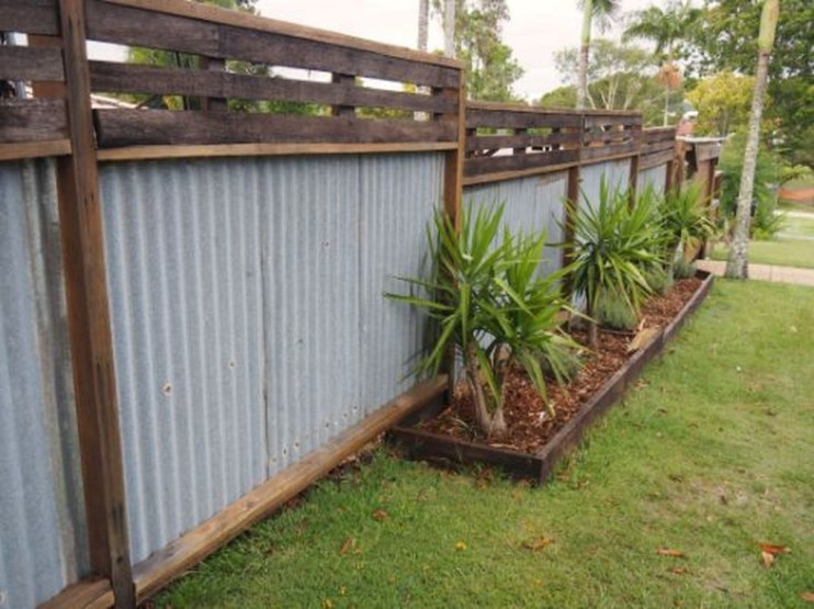 Relaxing Front Yard Fence Remodel Ideas For Your Home 14