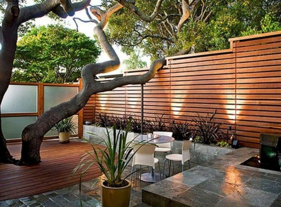 Relaxing Front Yard Fence Remodel Ideas For Your Home 21