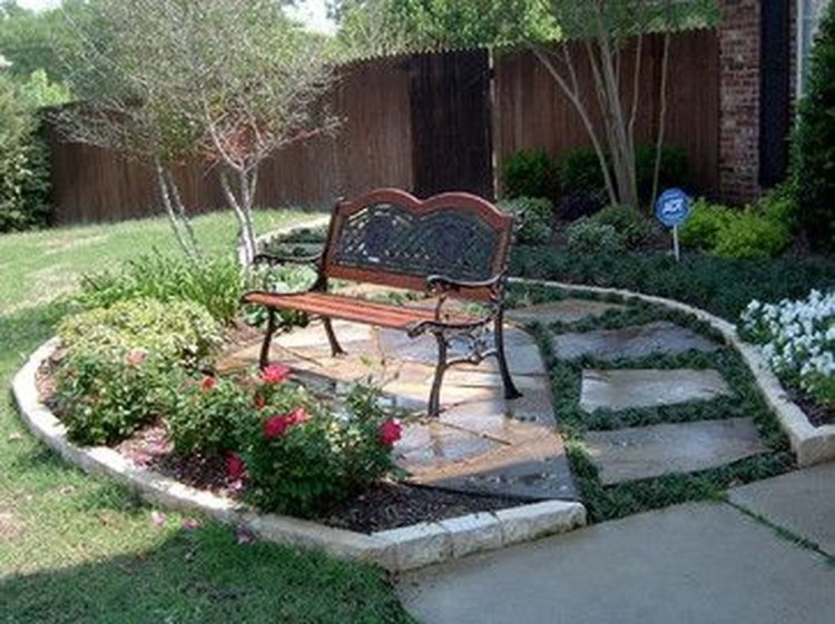 Relaxing Front Yard Fence Remodel Ideas For Your Home 25