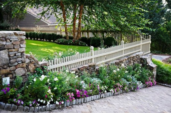 Relaxing Front Yard Fence Remodel Ideas For Your Home 35