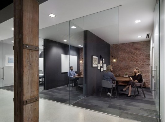 Stunning And Modern Office Design Ideas 24