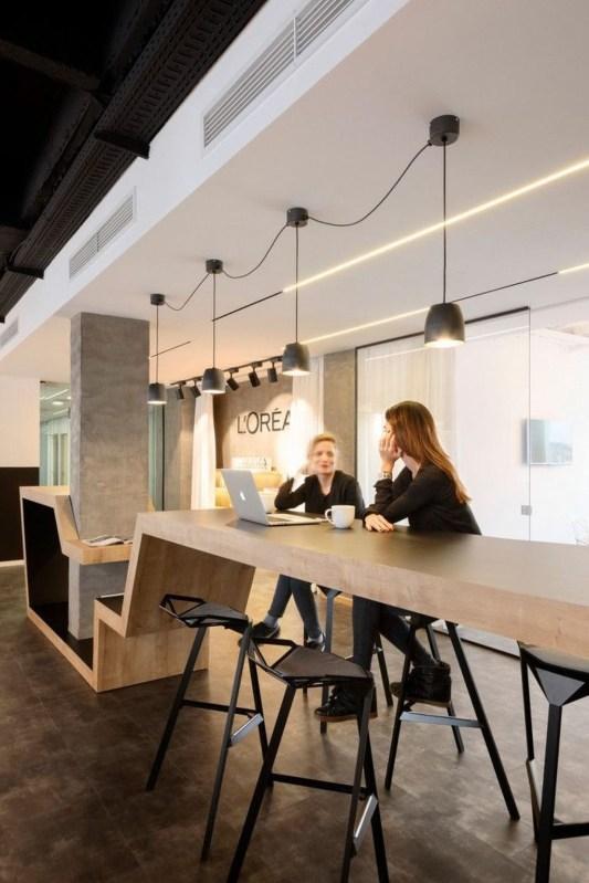Stunning And Modern Office Design Ideas 38