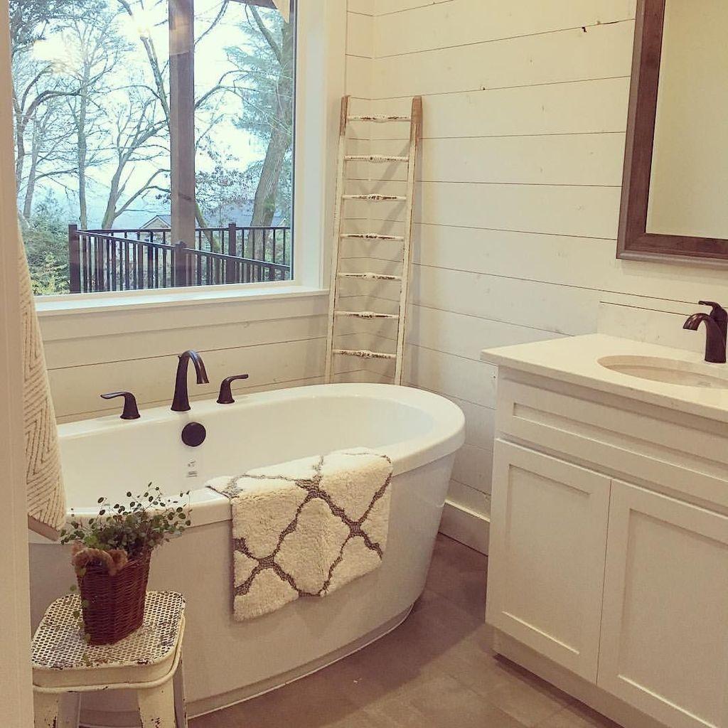 Stunning Rustic Farmhouse Bathroom Design Ideas 14