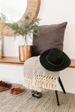 Awesome Fall Entryway Decoration Ideas That Will Make Your Neighbors Insanely Jealous 36
