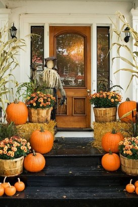 Awesome Fall Entryway Decoration Ideas That Will Make Your Neighbors Insanely Jealous 42