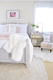 Beautiful White Bedroom Decoration That Will Inspire You 01