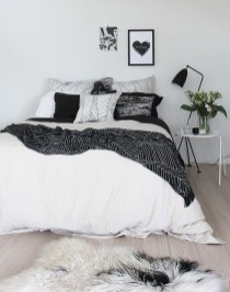 Beautiful White Bedroom Decoration That Will Inspire You 04