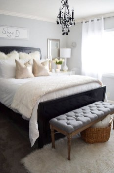 Beautiful White Bedroom Decoration That Will Inspire You 46