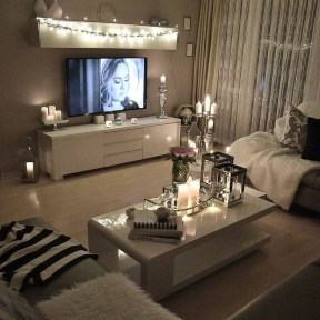 Cozy And Relaxing Living Room Design Ideas 17