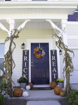 Easy Fall Porch Decoration Ideas To Make Unforgettable Moments 06