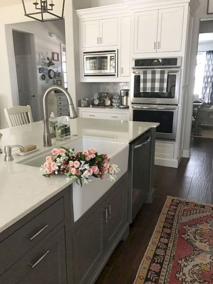Gorgeous Farmhouse Kitchen Cabinets Decor And Design Ideas To Fuel Your Remodel 44