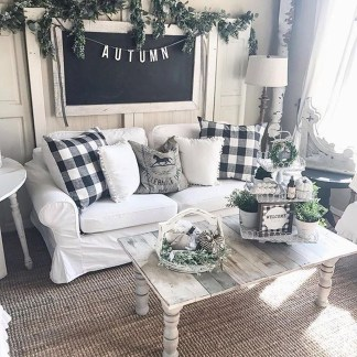 Stunning Fall Living Room Decoration Ideas 07