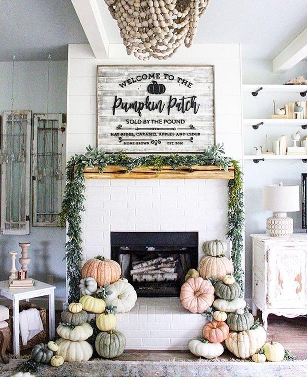 Stunning Fall Living Room Decoration Ideas 09