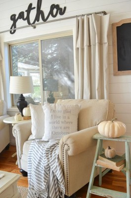 Stunning Fall Living Room Decoration Ideas 18