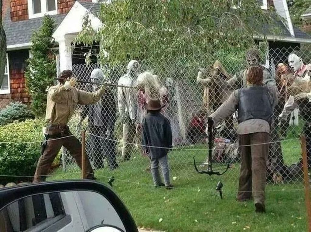 Top Halloween Outdoor Decorations To Terrify People 11