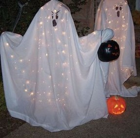 Top Halloween Outdoor Decorations To Terrify People 18