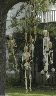 Top Halloween Outdoor Decorations To Terrify People 23