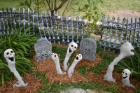 Top Halloween Outdoor Decorations To Terrify People 39