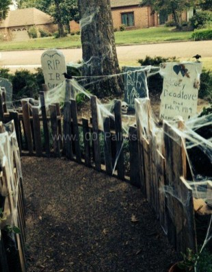 Top Halloween Outdoor Decorations To Terrify People 43